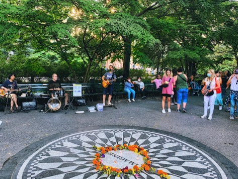 Imagine memorial in Central Park, a Beatles cover band
