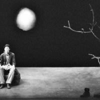 """Зошто треба да ја прочитате """"Чекајќи го Годо"""" од Семјуел Бекет?"""