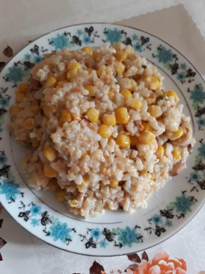 Meniu:(salată cu fructe de mare, musaca de dovlecel, tort rece)