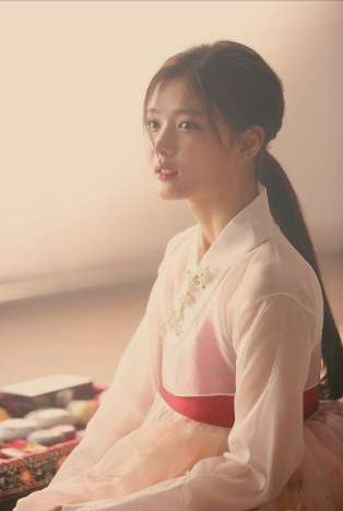 Kim Yoo-jung : A Ball of Fluff That Should be Loved and Protected at All Cost