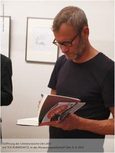 TEX RUBINOWITZ eröffnete die Literaturwoche Ulm 2015 in den Räumen der Museumsgesellschaft - nicht als übliche Lesung, sondern als veritable Performance mit hohem Unterhaltungsfaktor. (Foto: F. L. Arnold)