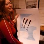 Amalia Årfelt med den färdiga litografin