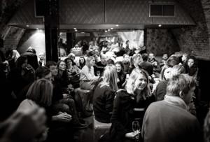salon-london-exchanging-ideas-636x431