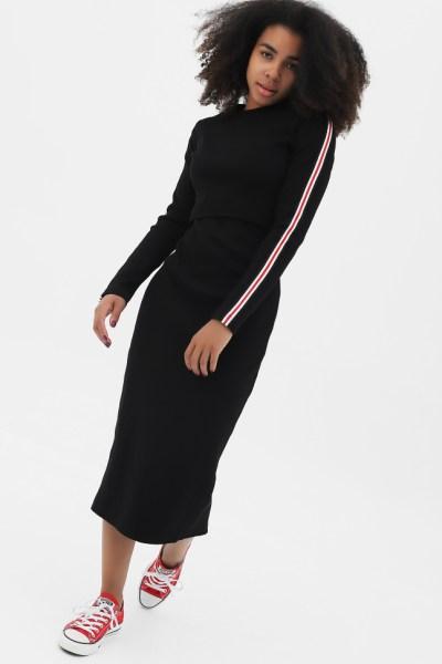 Платье черное с длинным рукавом лампасами, с разрезом