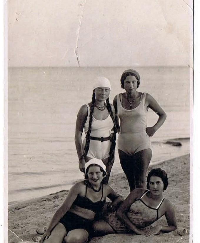 На пляже. 1930-е годы.