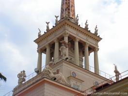 Башня главного здания Морского вокзала в Сочи. Скульптуры В. Ингала