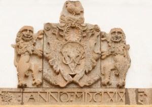 Герб Голландской Ост-Индской компании на здании в Галле (Шри-Ланка)