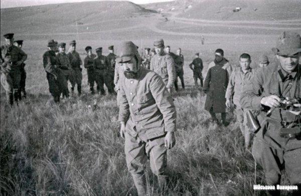 Японские солдаты в плену у красноармейцев
