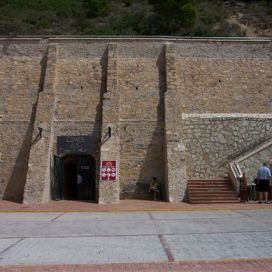 Гигантский туннель вглубь горы и несколько километров горных дорог были изготовлены советскими специалистами всего за год.