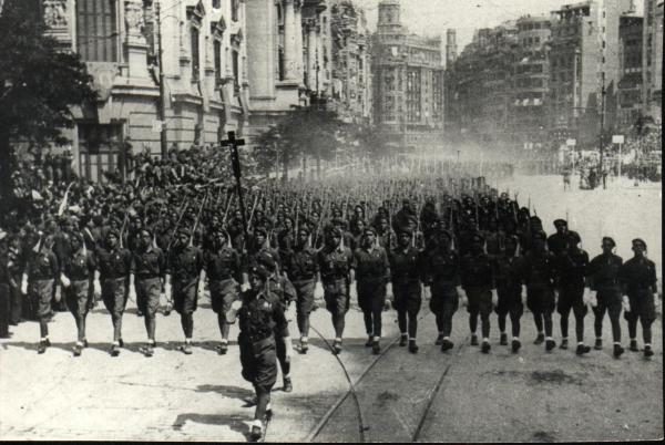 Парад в Валенсии по случаю победы ударных подразделений Франко