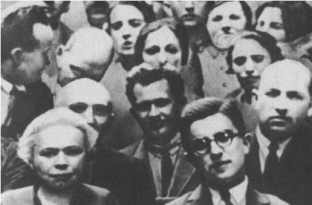 """Михаил Кольцов - корреспондент """"Правды"""". Рядом слева - Мария Ульянова"""