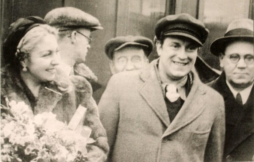 Испанские писатели Мария-Тереса Леон и Рафаэль Альберти с Самуилом Маршаком. Москва, 1937 год.