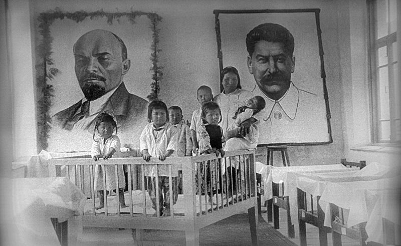 Идеологическая обработка телей в СССР начиналась даже не со школы, а с яслей
