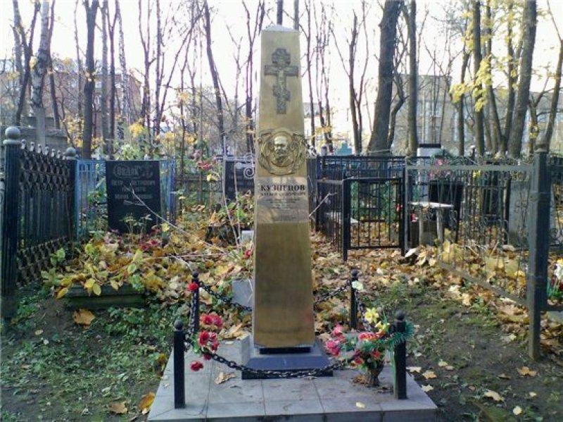 Памятный знак на месте уничтоженной могилы Матвея Кузнецова