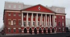 Дом А.И.Мусина-Пушкина. Загадочная трапеция видна между первым и вторым окном второго этажа.