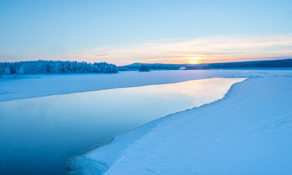 Закат на реке Лулеэльвен.