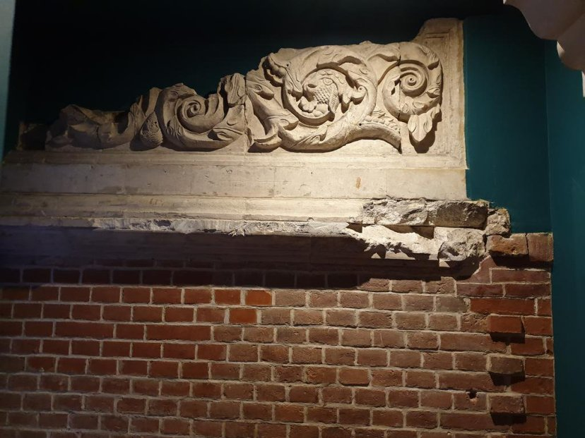 храм успения пресвятой богородицы, сохранившийся декор храма, дом причта