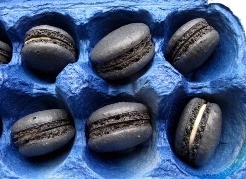 black sesame macarons