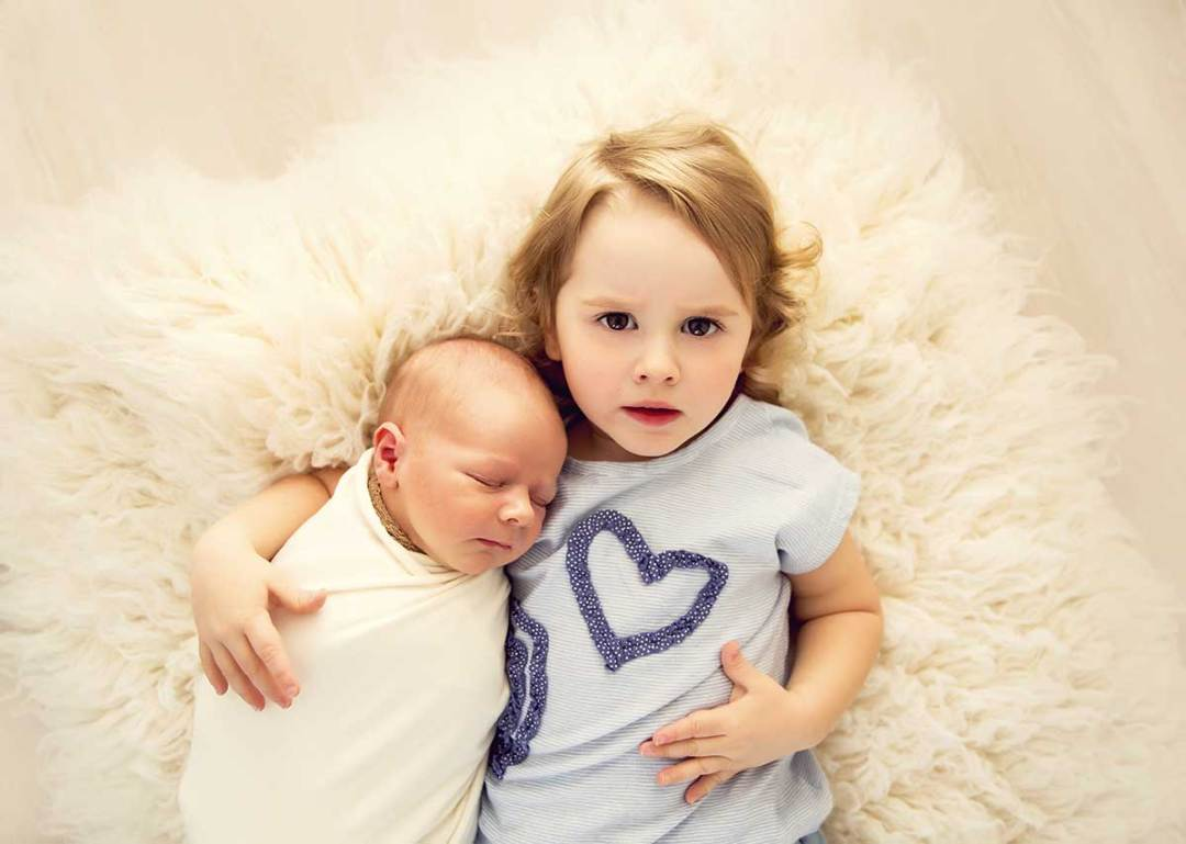 little-bambinos-photography-hugo-14-days-old-sibling-1