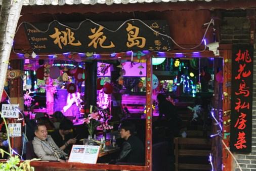 eine Bar in Lijiang Old Town