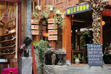 Essen und Musik in Lijiang Old Town