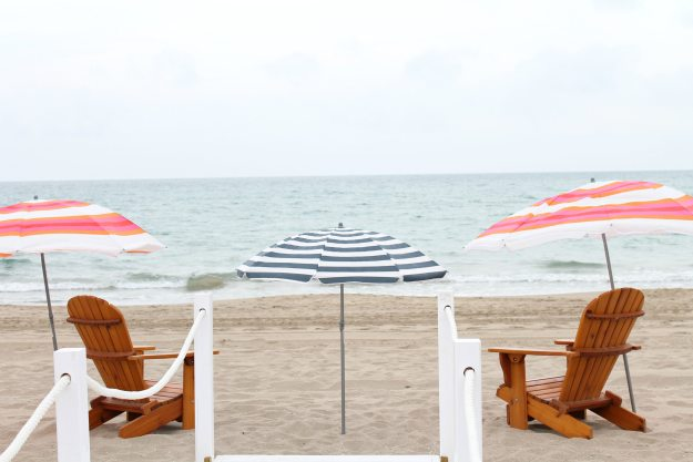 Beach-scene-styled-by-Gray-Malin-photo-by-Little-Big-Bell