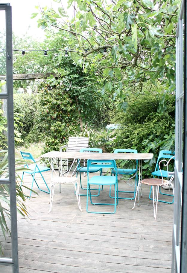 Colourful-outdoor-space-photo-by-Little-Big-Bell