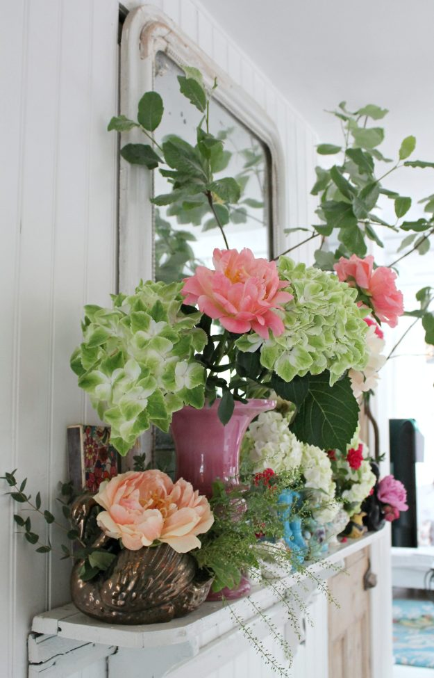 Floral-display-wall-photo-by-Little-Big-Bell