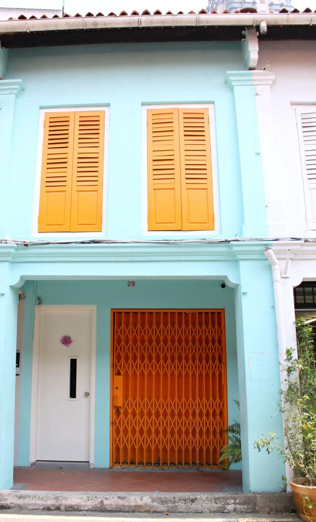 Colourful-house-in-Singapore-photo-by-Little-Big-Bell