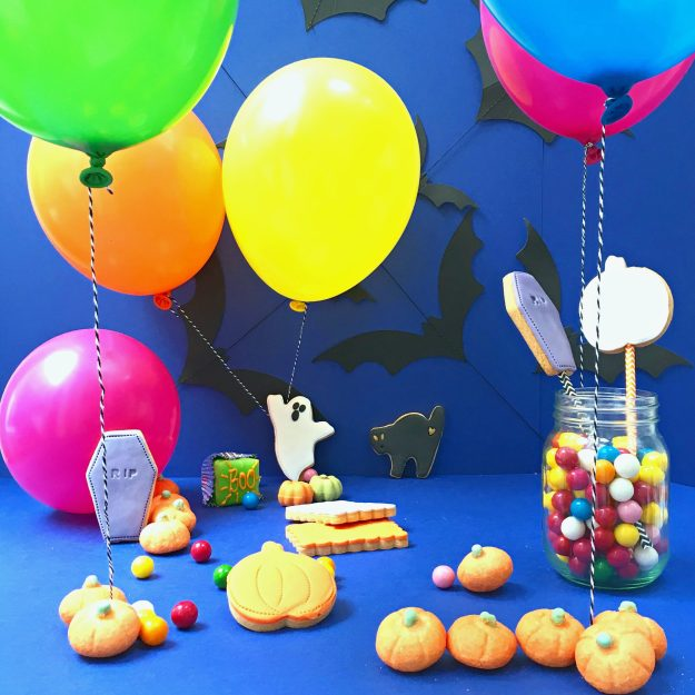 Balloon-time-Halloween-scene-Little-Big-Bell