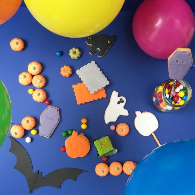 Balloon-time-Halloween-styled-and-photo-by-Little-Big-Bell