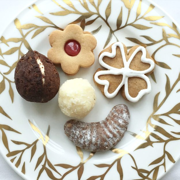 Christmas-cookies-Augustine-Prague-photo-by-Little-Big-Bell