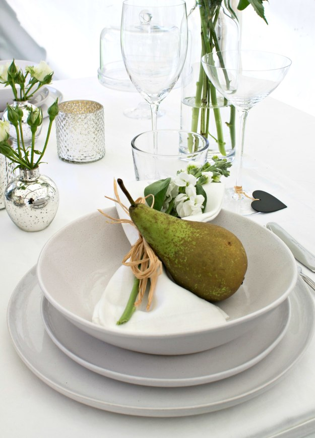 Summer-Entertaining-1-place-setting-with-The-White-Company-photo-by-Little-Big-Bell