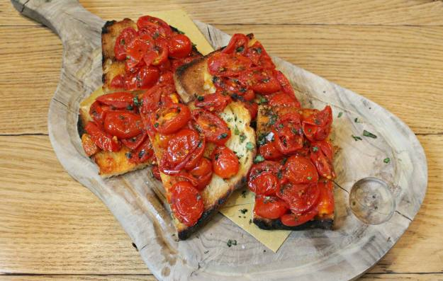Bruschetta-Theo-style-photo-by-Little-Big-Bell