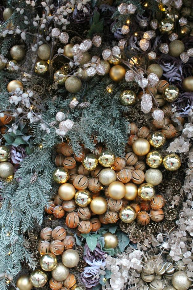 christmas-bauble-wall-london-little-big-bell