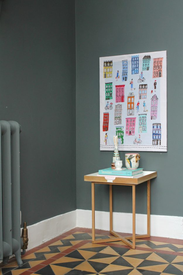 littleBIGBELL Hang a canvas on a wall without hammer and nails