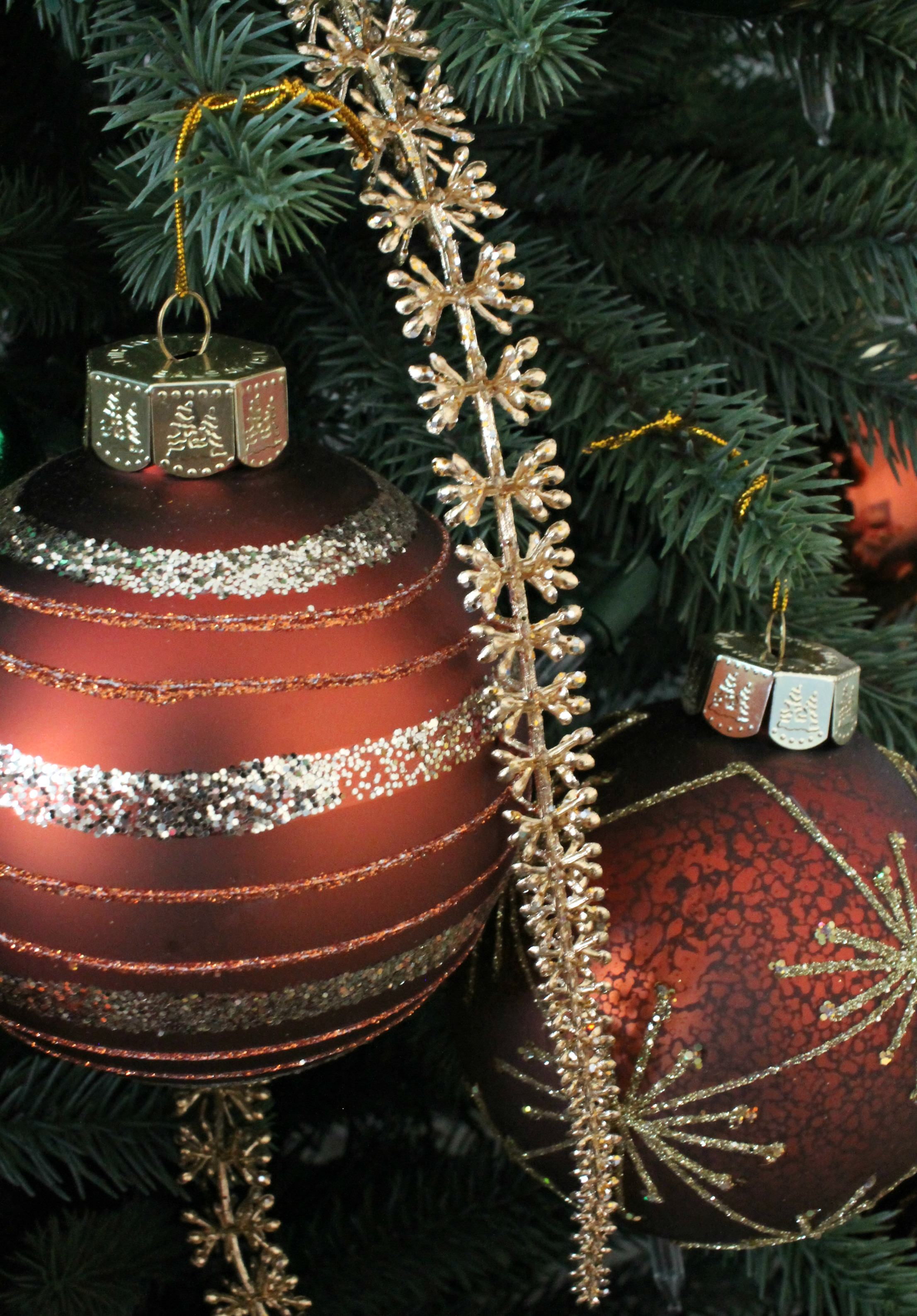Here Are More Georgetown Baubles From Balsam Hill