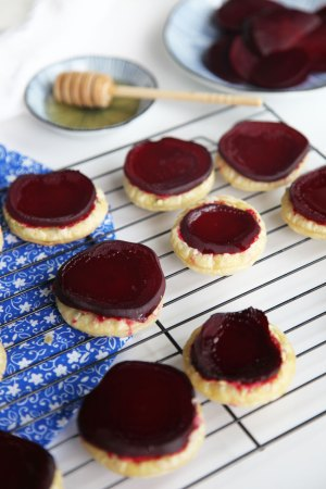 beetroot-goats-cheese-tarts.