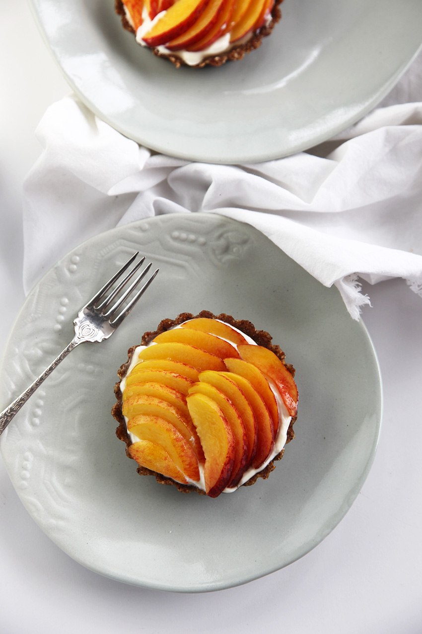 Raw peach tarts with sweet labneh - no cooking and they are good for you - bonus!
