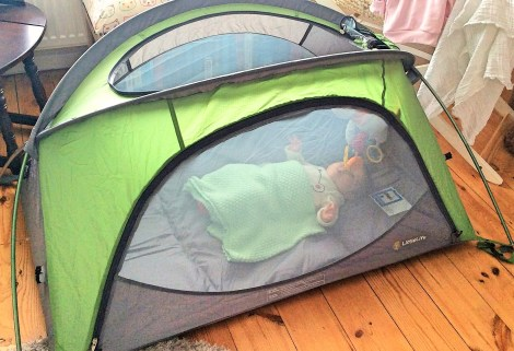 Review of the LittleLife Arc 2 travel cot