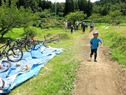 自転車で走る前に自分の足で確認・※通常のコースではコースが荒れるため足で走ることはできないことが多いです