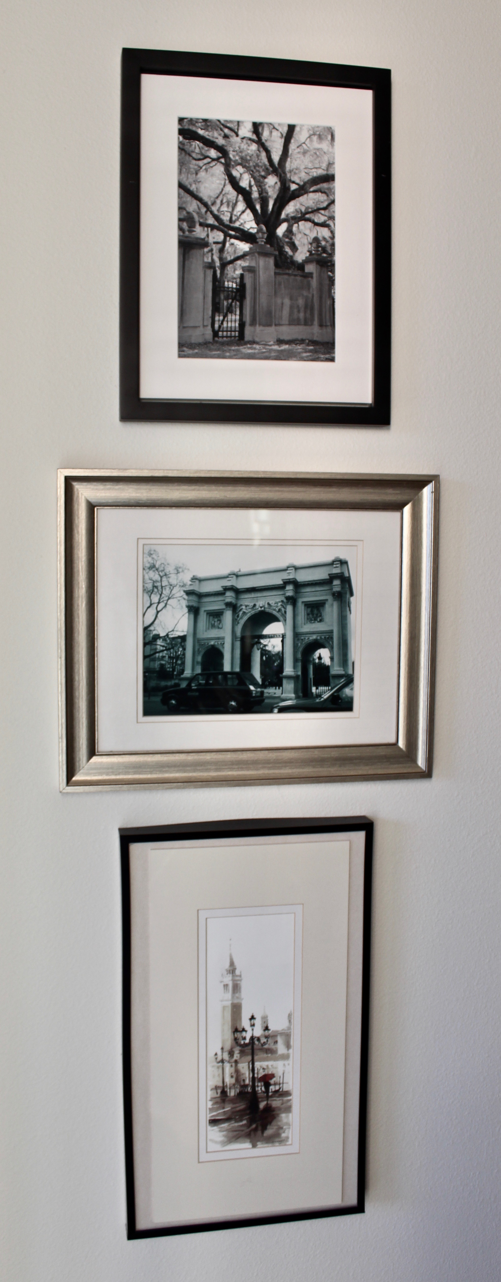 Frames Can Be Different Sizes And Finishes. Content Can Be Of Mixed Media,  Photos Or Paintings, As In The Gallery Group Above.