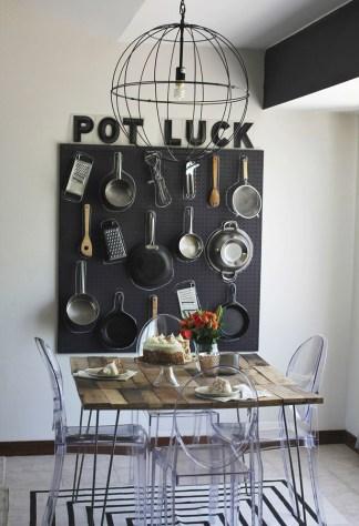 photo via pendurador de panelas para parede