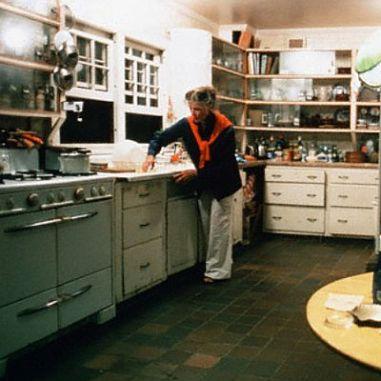 Katharine-Hepburn-in-her-kitchen