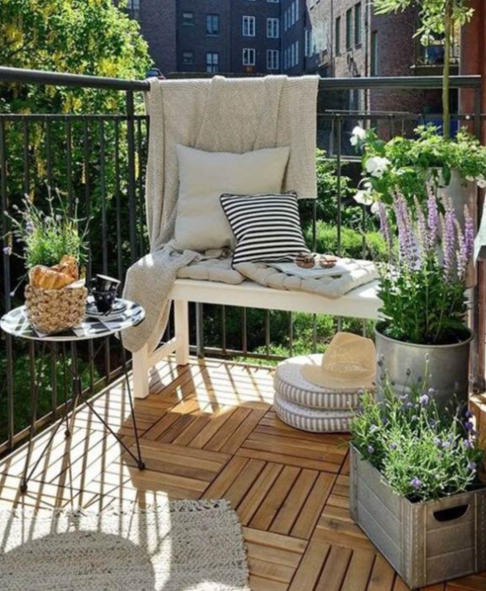 outdoor balcony via homemadeelectronica