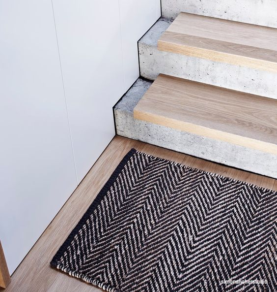 simonanokerstudio-concrhete-steps-wood-treads-herringbone-area-rug