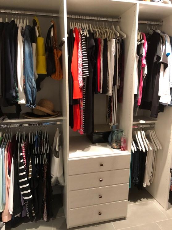 littleblackdomicile-organized-closet-wood-hangers-velvet-hangers