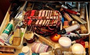 tatertotsandjello-messy-make up-drawer