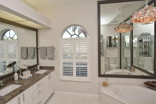 laurel-bledsoe-design-coastal-bathroom-makeover-before -after