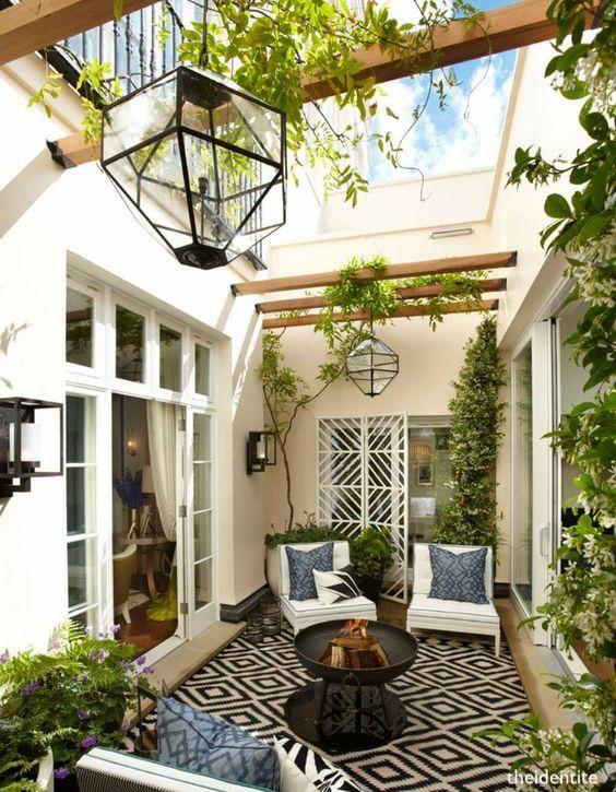 theidentite-outdoor-courtyard-black-white-decor-greenery-lantrens